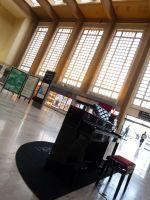 Installation de Pianos en gares de Rouen et Le Havre (Pianos en Gare)