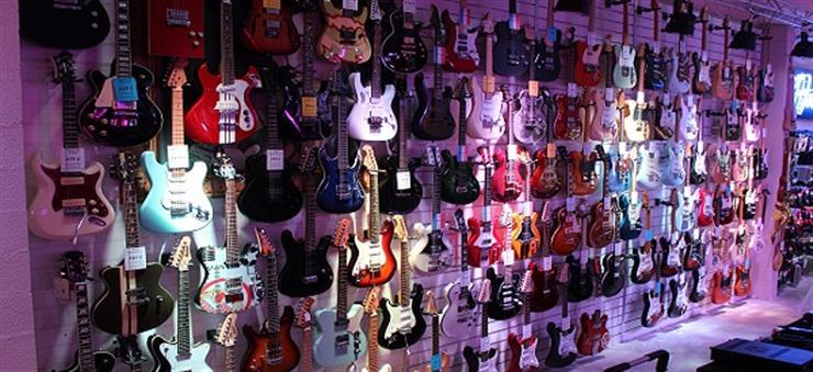 Fender, Lag, Vigier, Ibanez, Maybach, Tokai, ESP, RebelRelic, Gretsch, Godin, ...
