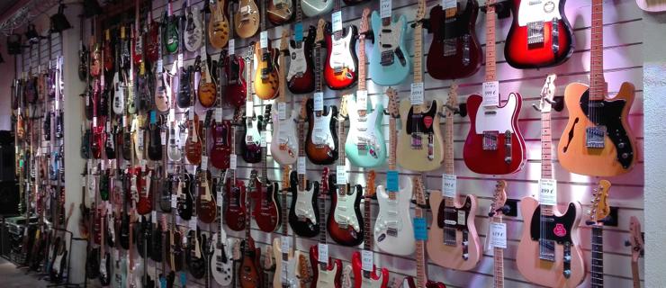 Guitares Electriques et Guitares Basses